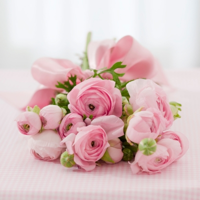 Looking for spring wedding flowers? We get some advice from Somerset wedding florist Flowers by Anya