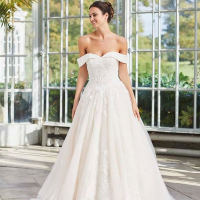 Let us introduce you to the lovely Izzi of Taunton bridal boutique Izzi Stockton Bridal