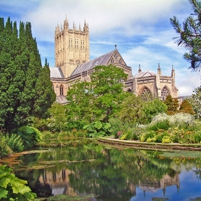 We love The Bishop's Palace & Gardens wedding venue in Wells