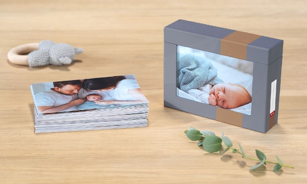 photo cube with storage function